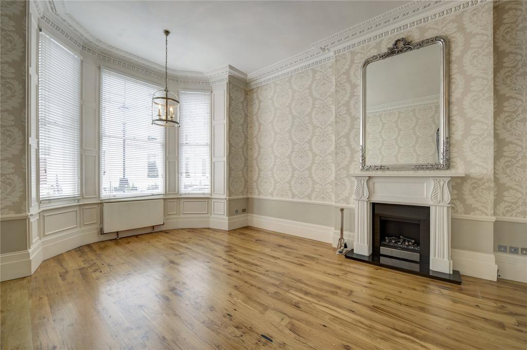 3 Bedrooms Flat for sale in Queen's Gate Gardens, South Kensington, London