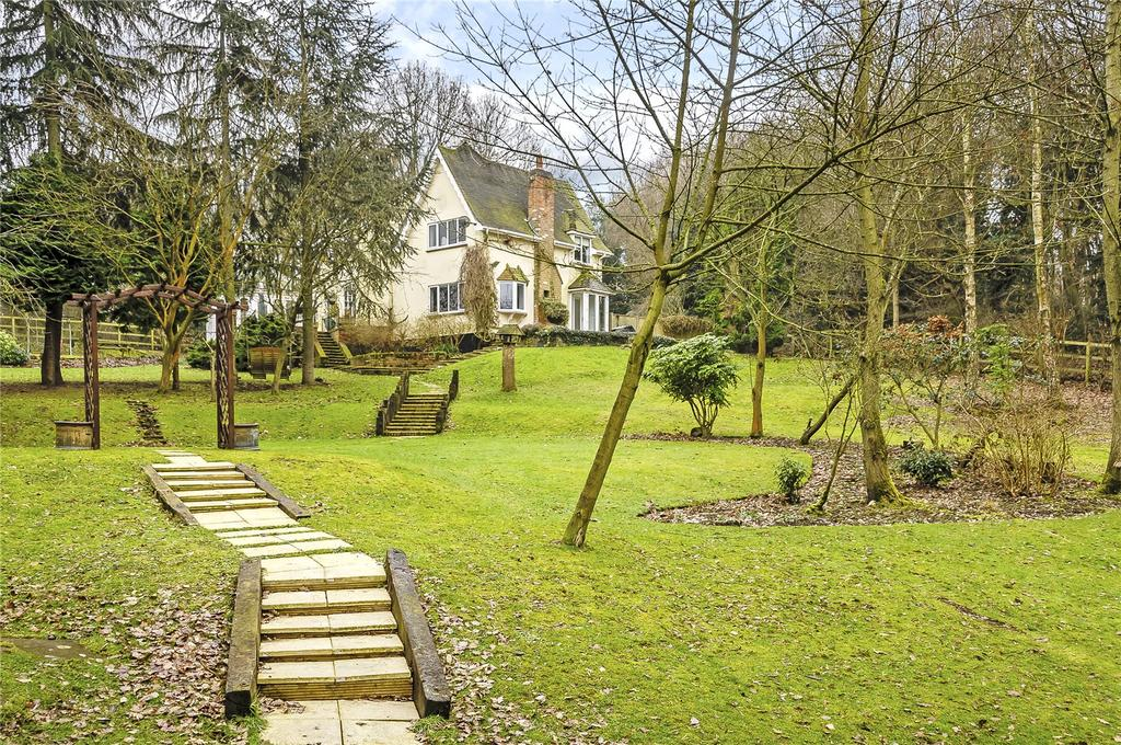 4 Bedrooms Detached House for sale in Twitty Fee, Danbury, Chelmsford