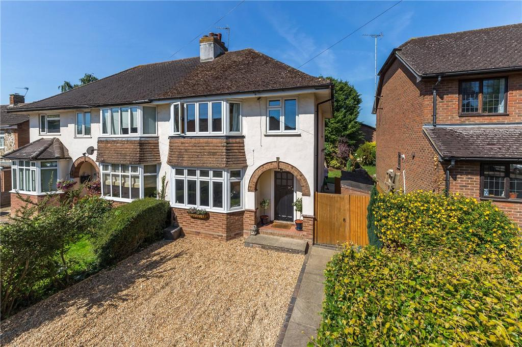 3 Bedrooms Semi Detached House for sale in Brache Close, Redbourn, St. Albans, Hertfordshire