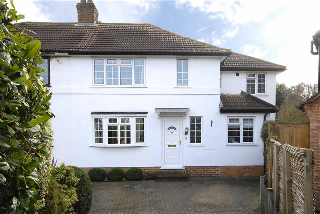 3 Bedrooms Semi Detached House for sale in Wolfe Close, Hayes, Kent