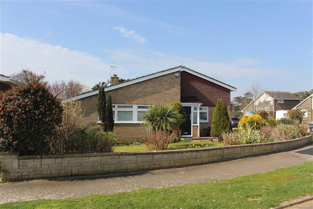 3 Bedrooms Detached Bungalow for sale in Stoke Manor Close, Seaford