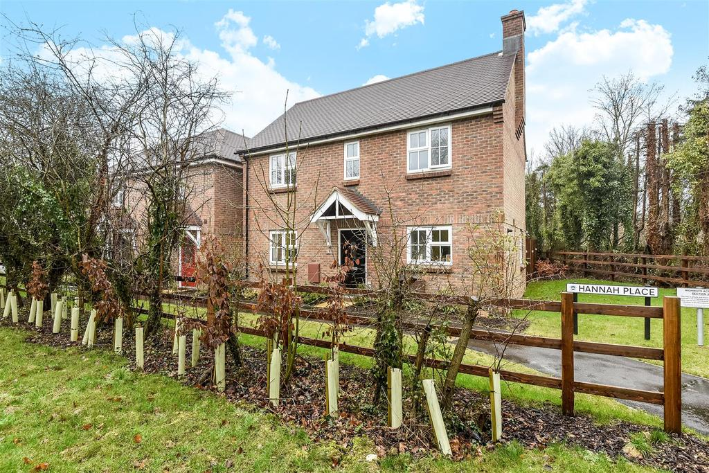 3 Bedrooms Detached House for sale in Hannah Place, Clay Lane, Fishbourne