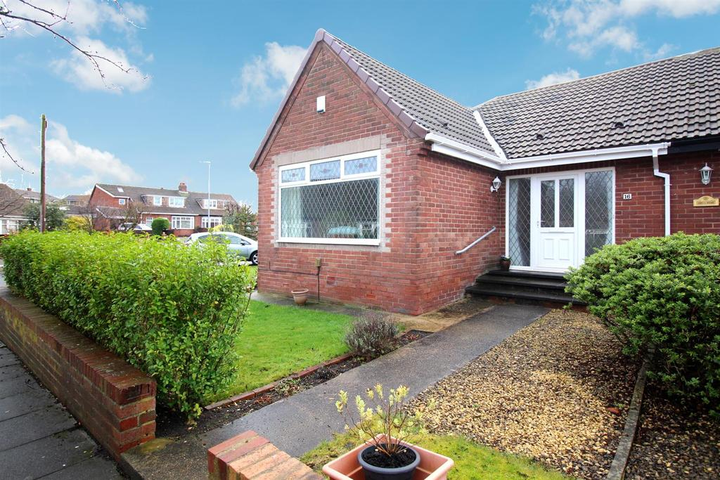 3 Bedrooms Semi Detached Bungalow for sale in Birch Avenue, High Heworth, Gateshead
