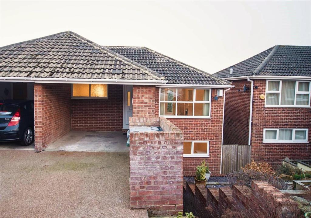 3 Bedrooms Semi Detached House for sale in Parklands Walk, Shelley, Huddersfield, HD8 9JW