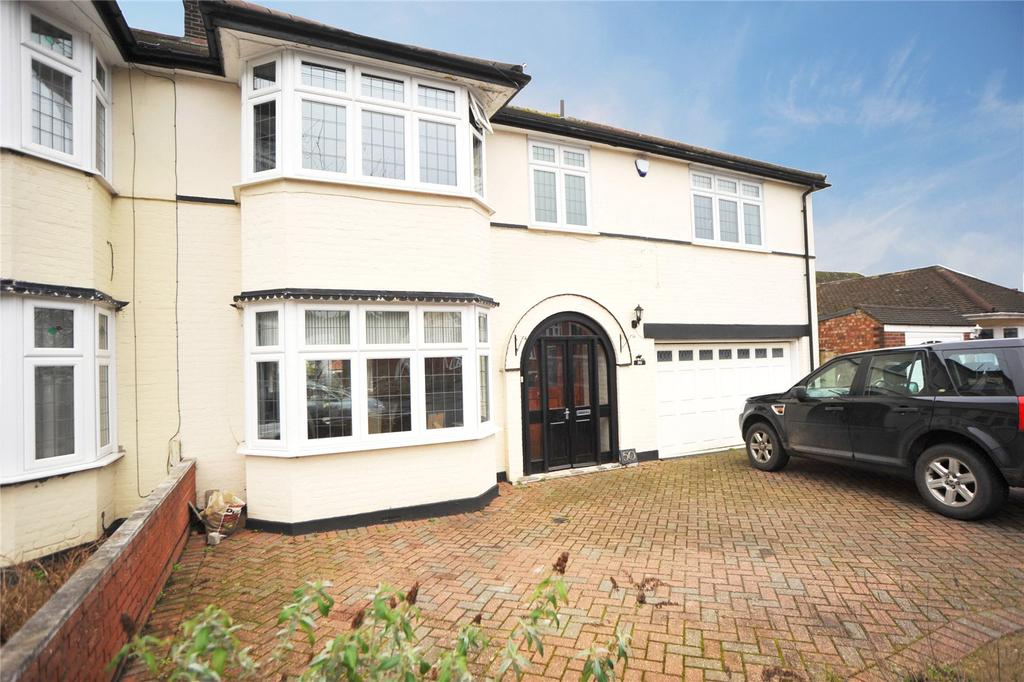 4 Bedrooms Semi Detached House for sale in Elmhurst Drive, Hornchurch, RM11