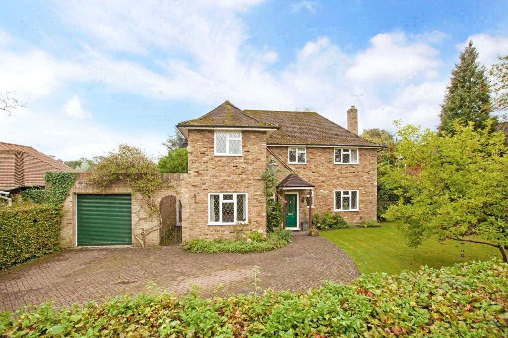 4 Bedrooms Detached House for sale in Sherbourne Walk, Farnham Common, Bucks, SL2