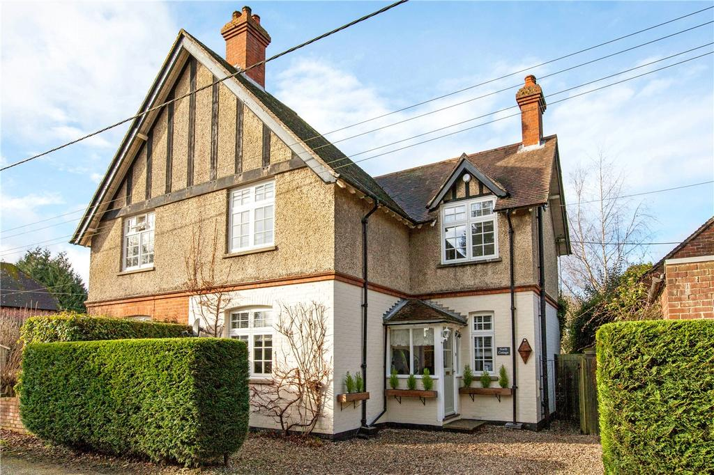 3 Bedrooms Semi Detached House for sale in Ball Hill, Newbury, Hampshire, RG20