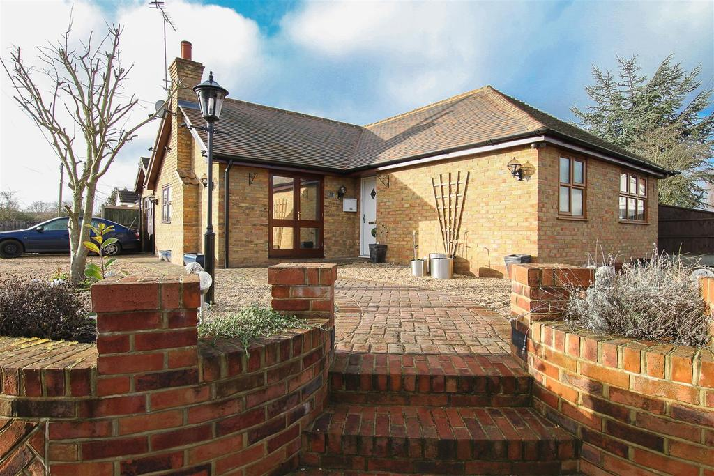 2 Bedrooms Detached Bungalow for sale in Peartree Lane, Doddinghurst, Brentwood