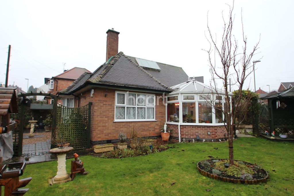 3 Bedrooms Bungalow for sale in Swains Avenue , Nottingham