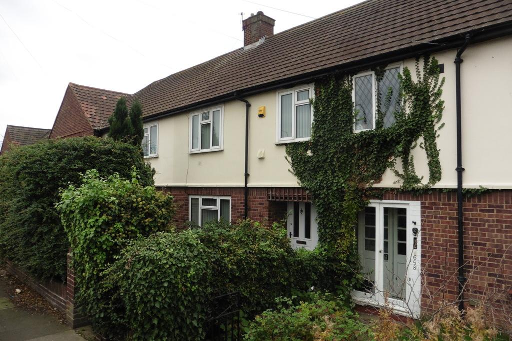 3 Bedrooms Terraced House for sale in London Road, Ashford, TW15