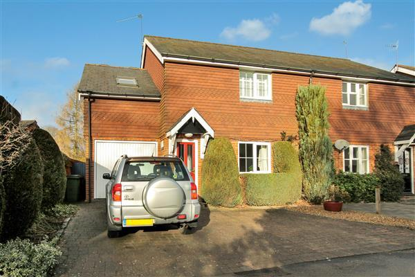 3 Bedrooms Semi Detached House for sale in Jubilee Lane, Grayshott, Grayshott