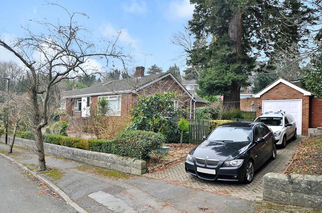 3 Bedrooms Detached Bungalow for sale in Bassett Green Drive, Bassett, Southampton, SO16 3QG
