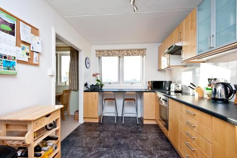 2 bedroom flat to rent - STRASBURG ROAD, SW11