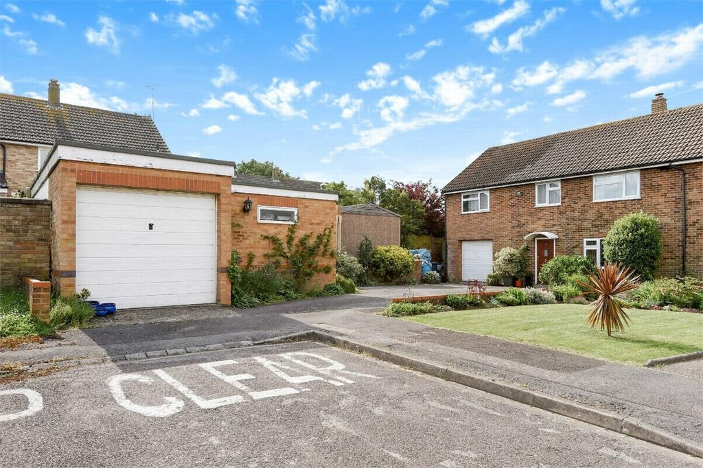 4 Bedrooms Semi Detached House for sale in Hartley Wintney, Hook, Hampshire
