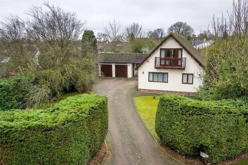5 Bedrooms Detached House for sale in Raffin Park, Datchworth, Hertfordshire