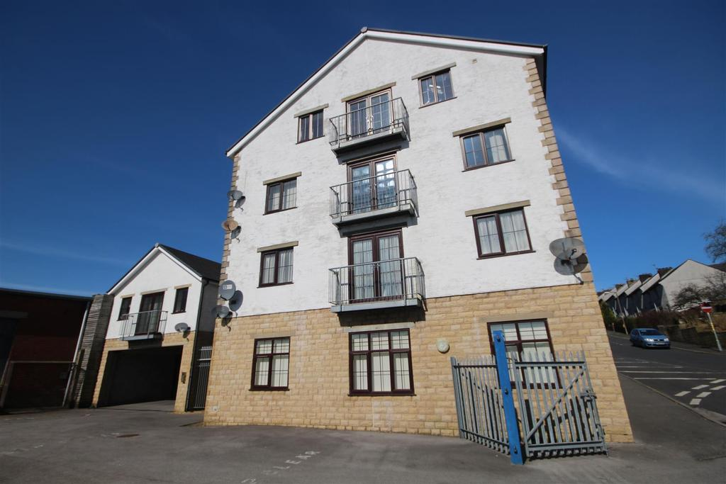 2 Bedrooms Apartment Flat for sale in 16 The Courtyard, Colne Lane, Colne