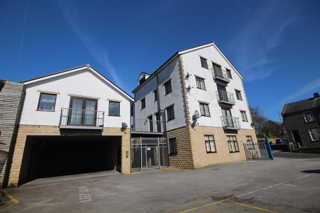 2 Bedrooms Apartment Flat for sale in 11 The Courtyard, Colne Lane, Colne