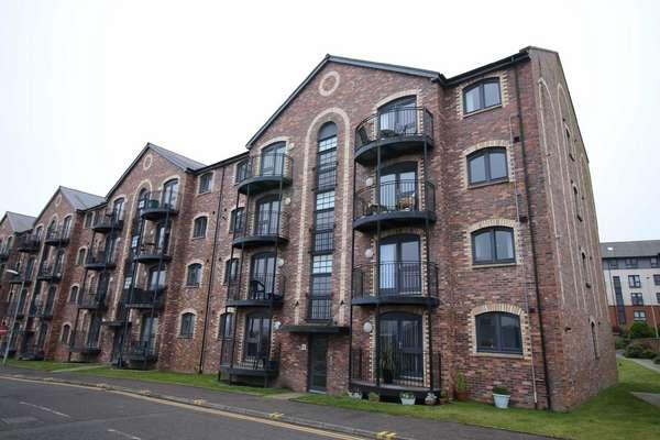 2 Bedrooms Flat for sale in Flat 1/2, 4 James Watt Way, Greenock, PA15 2AN