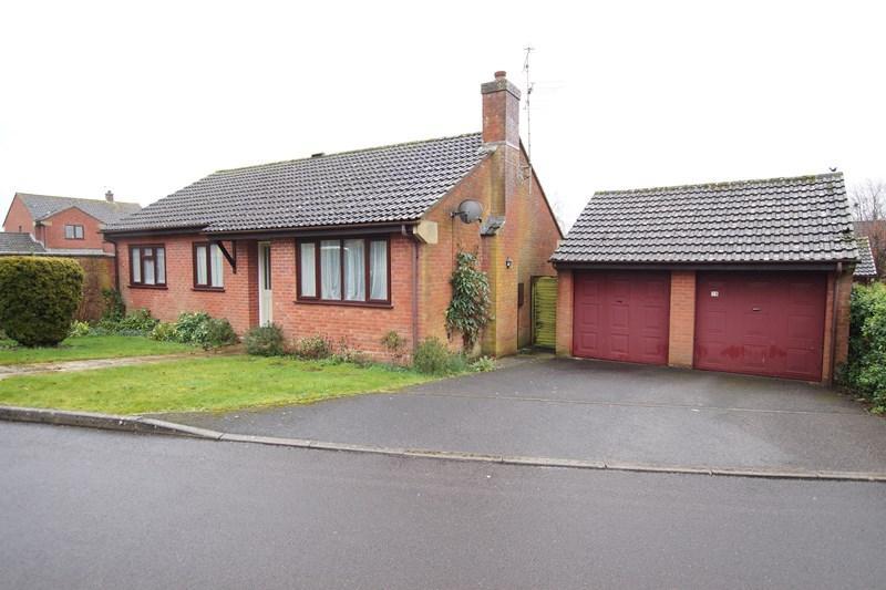 3 Bedrooms Detached Bungalow for sale in Larksmead, Blandford Forum