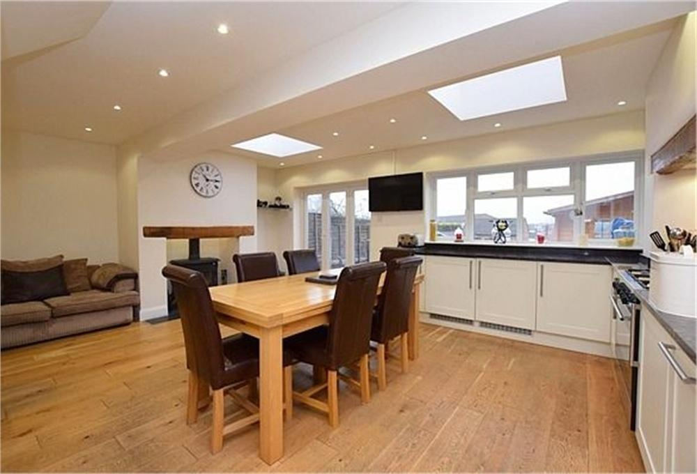3 Bedrooms Semi Detached House for sale in Tibbs Hill Road, ABBOTS LANGLEY, Hertfordshire