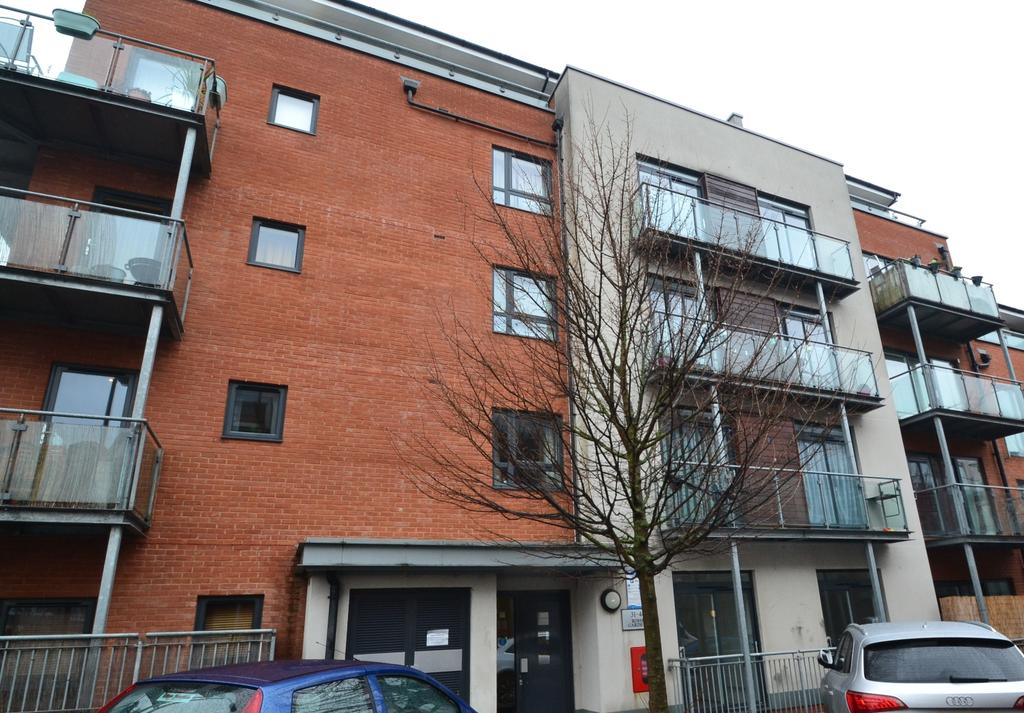 2 Bedrooms Flat for sale in Desvignes Drive London SE13