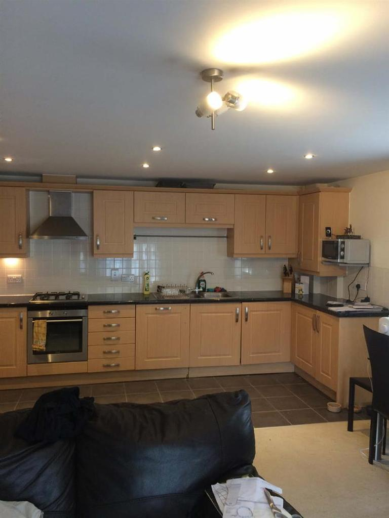 2 Bedrooms Flat for sale in Starling Court, Bishops Stortford