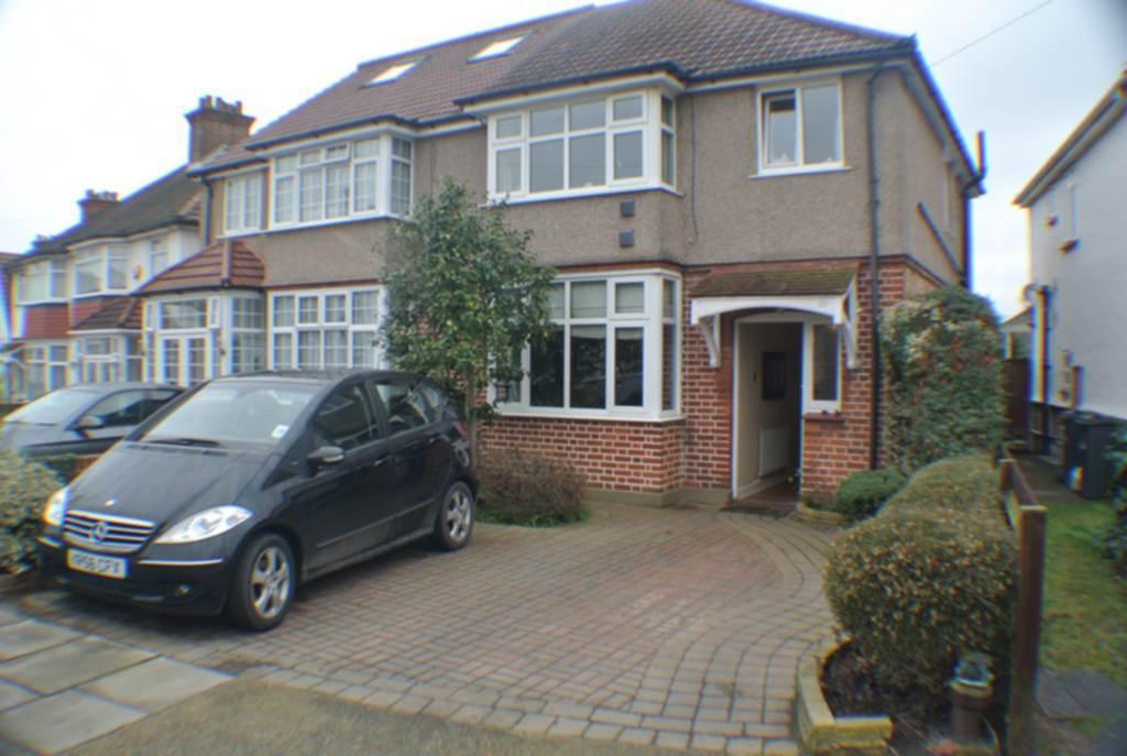 3 Bedrooms Semi Detached House for sale in Devon Way, Heston, TW5