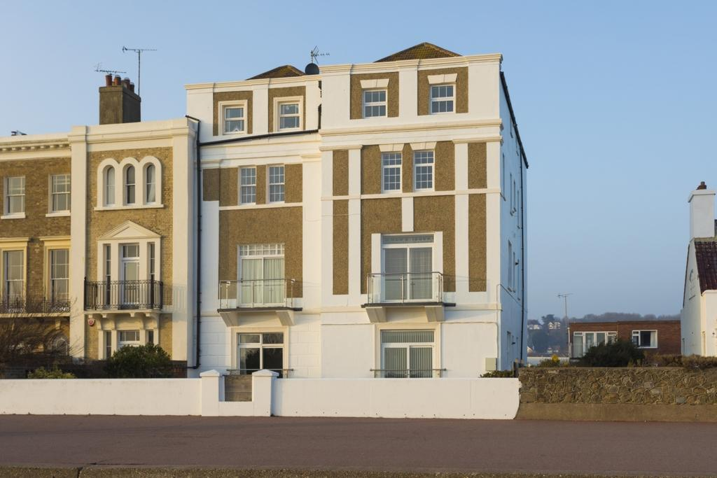 2 Bedrooms Flat for sale in Marine Parade, Hythe, CT21