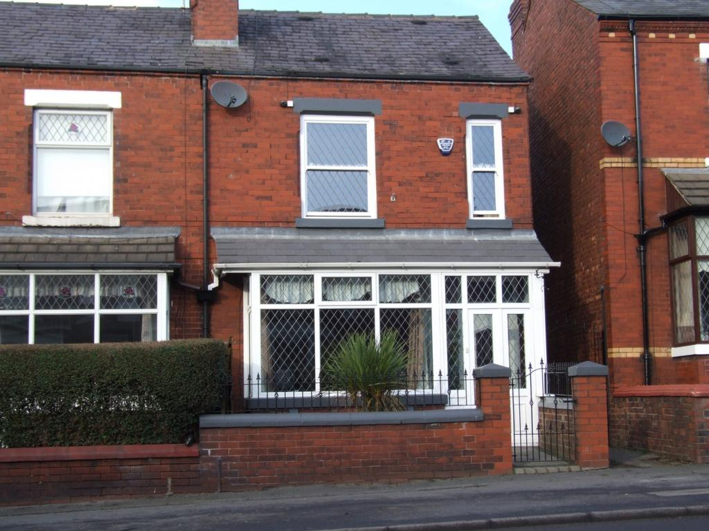 3 Bedrooms End Of Terrace House for sale in Stockport Road West, Bredbury, SK6