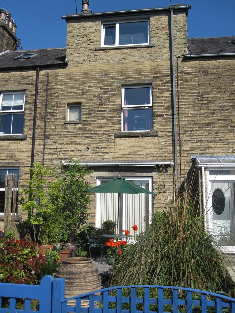 3 Bedrooms Terraced House for sale in 2 Mains View, Settle