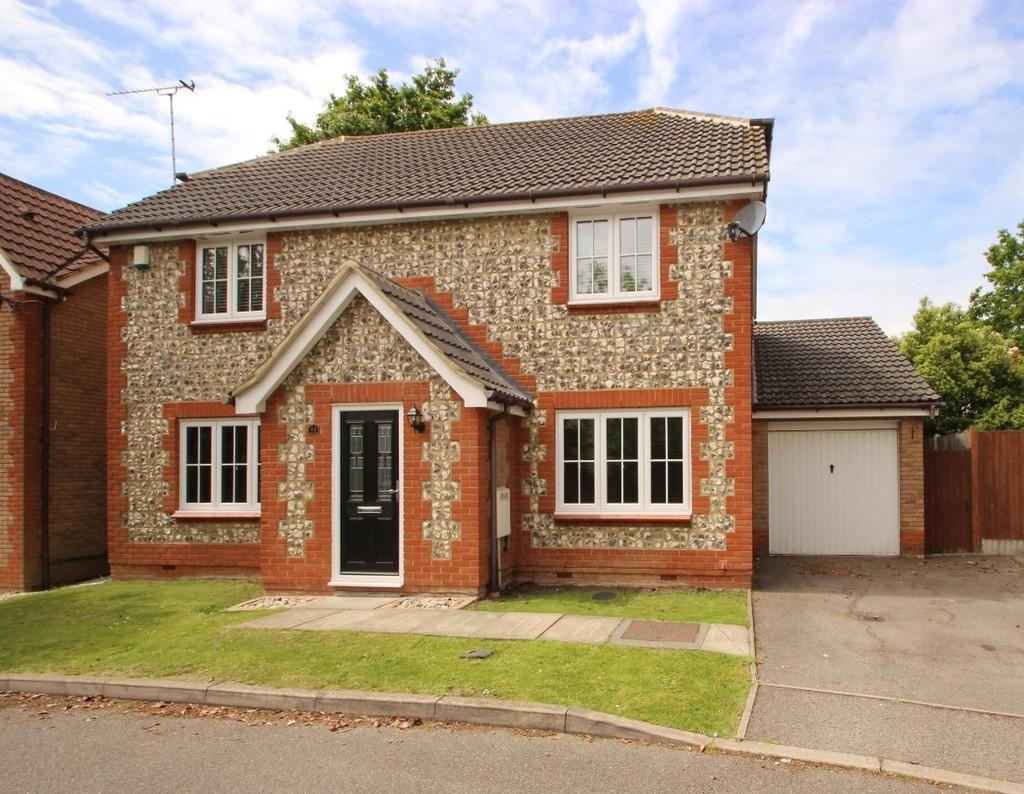 4 Bedrooms Detached House for sale in South Benfleet, SS7