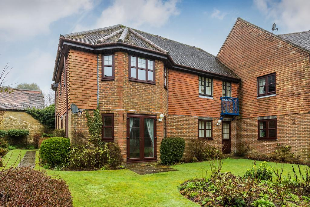 1 Bedroom Ground Flat for sale in Three Gates Lane, Haslemere