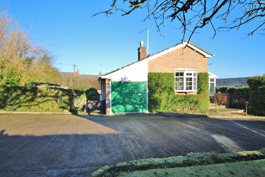 2 Bedrooms Detached Bungalow for sale in Church Lane, Bisbrooke, Oakham