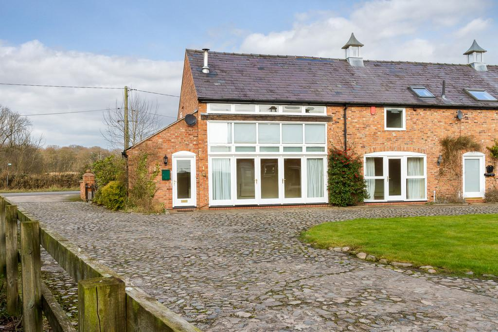 3 Bedrooms Barn Conversion Character Property for sale in Manor Court, Edleston