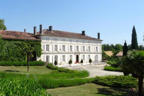 8 bedroom country house  - Near Angouleme, Cognac, France