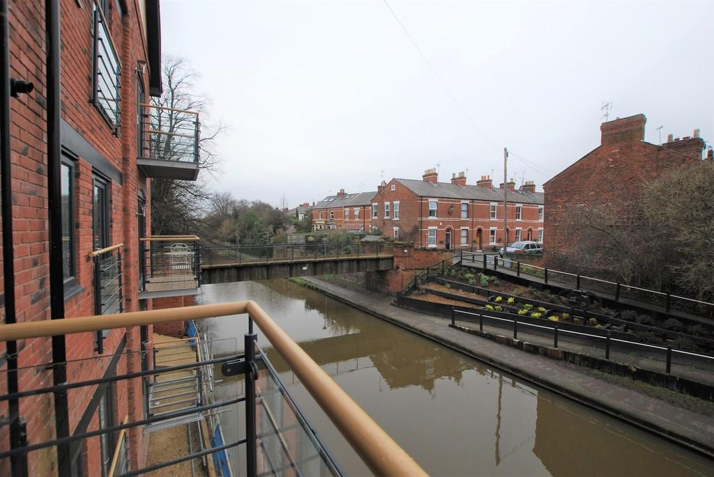2 Bedrooms Ground Flat for sale in The Boatyard, Upper Cambrian Road, Chester