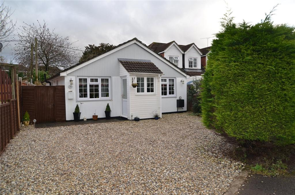 3 Bedrooms Detached Bungalow for sale in Park Walk, Purley on Thames, Reading, Berkshire, RG8