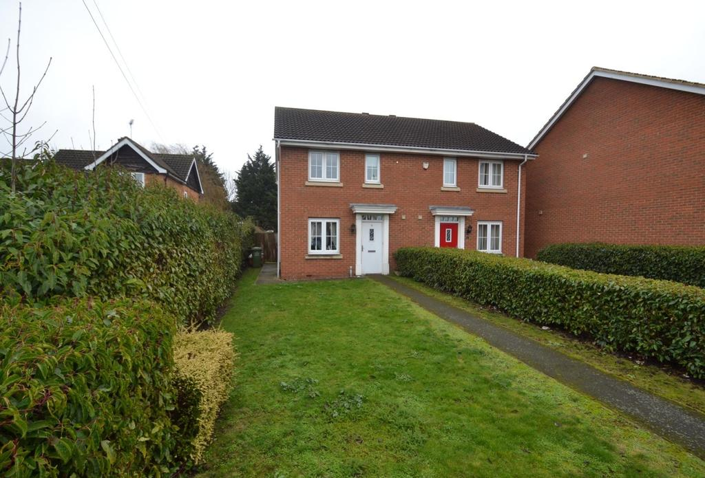 3 Bedrooms Semi Detached House for sale in High Road North, Laindon, Basildon, Essex, SS15