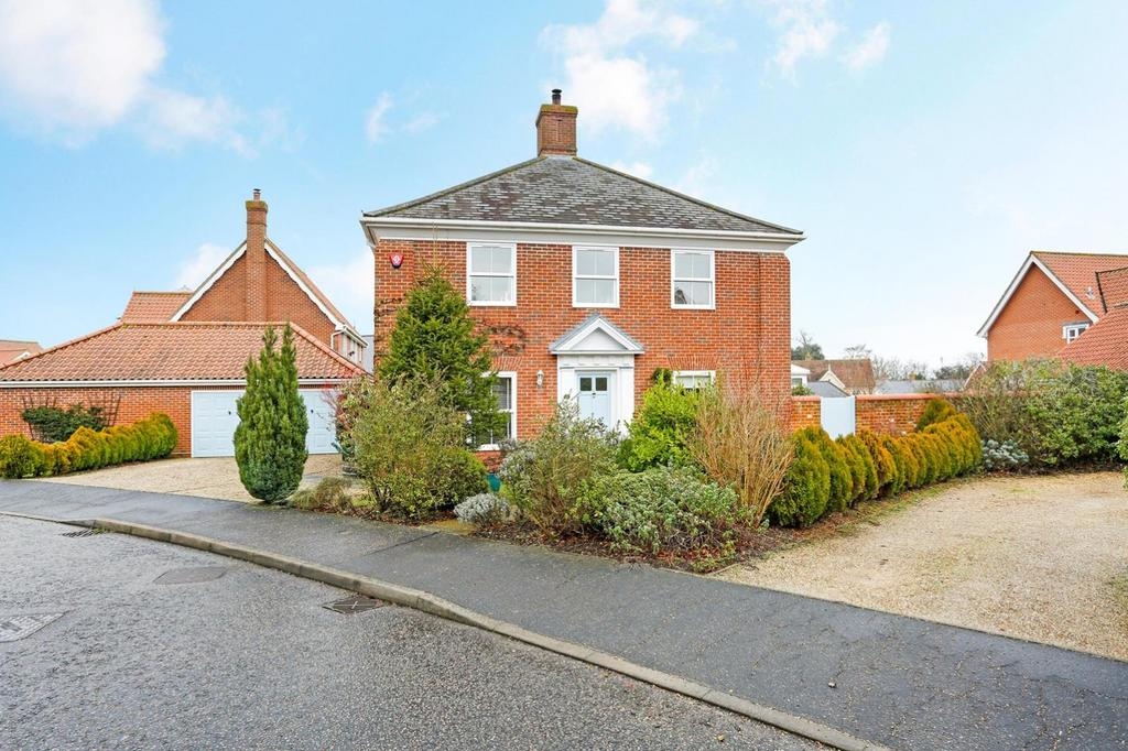4 Bedrooms Detached House for sale in Erskine Road, Mistley, Manningtree, Essex, CO11