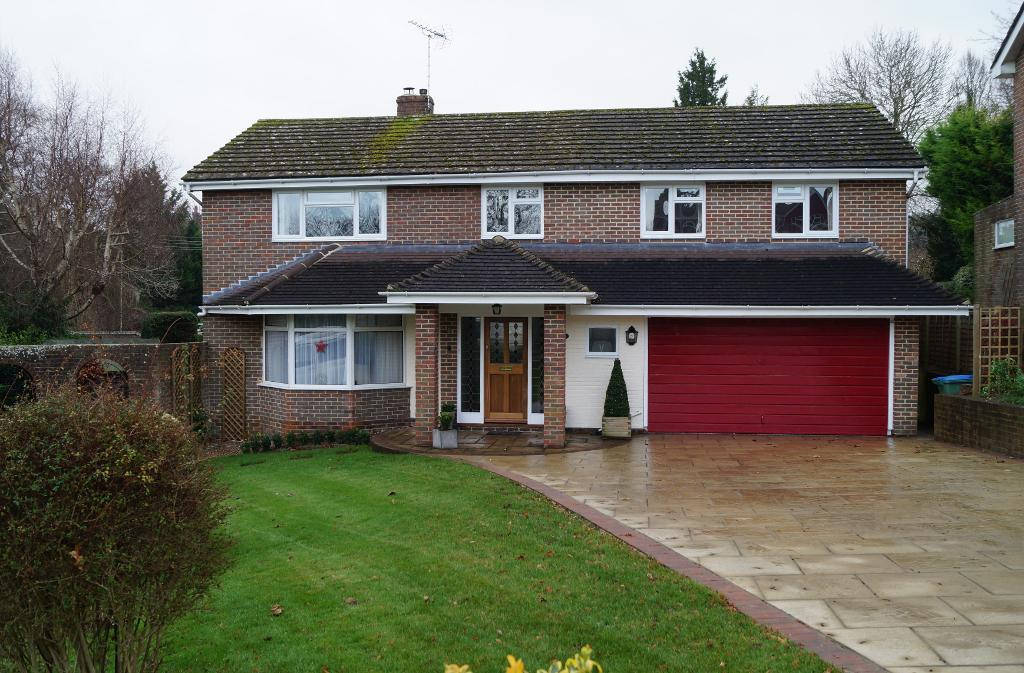 5 Bedrooms Detached House for sale in Penfold Way, Steyning, West Sussex, BN44 3PG