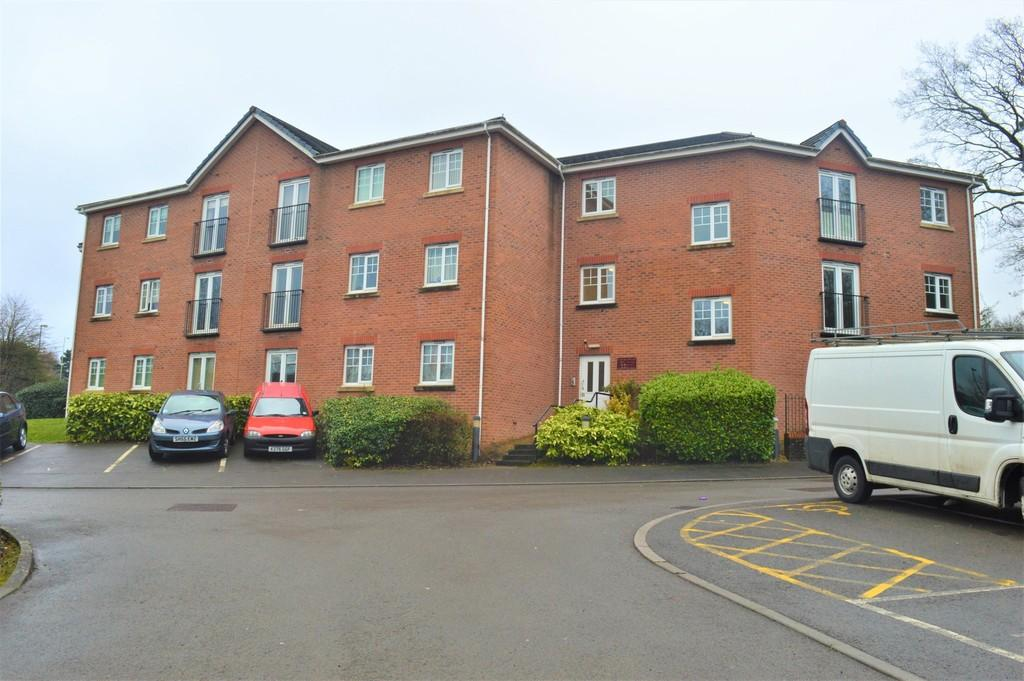2 Bedrooms Apartment Flat for sale in Cwrt Llys Ffynnon, Pontllanfraith