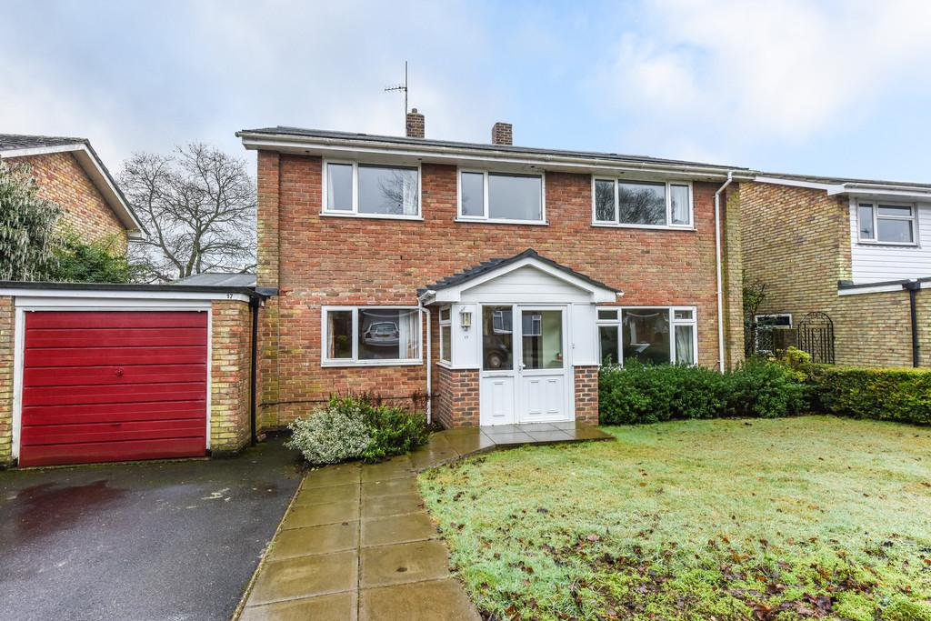 4 Bedrooms Detached House for sale in Monks Orchard, Petersfield