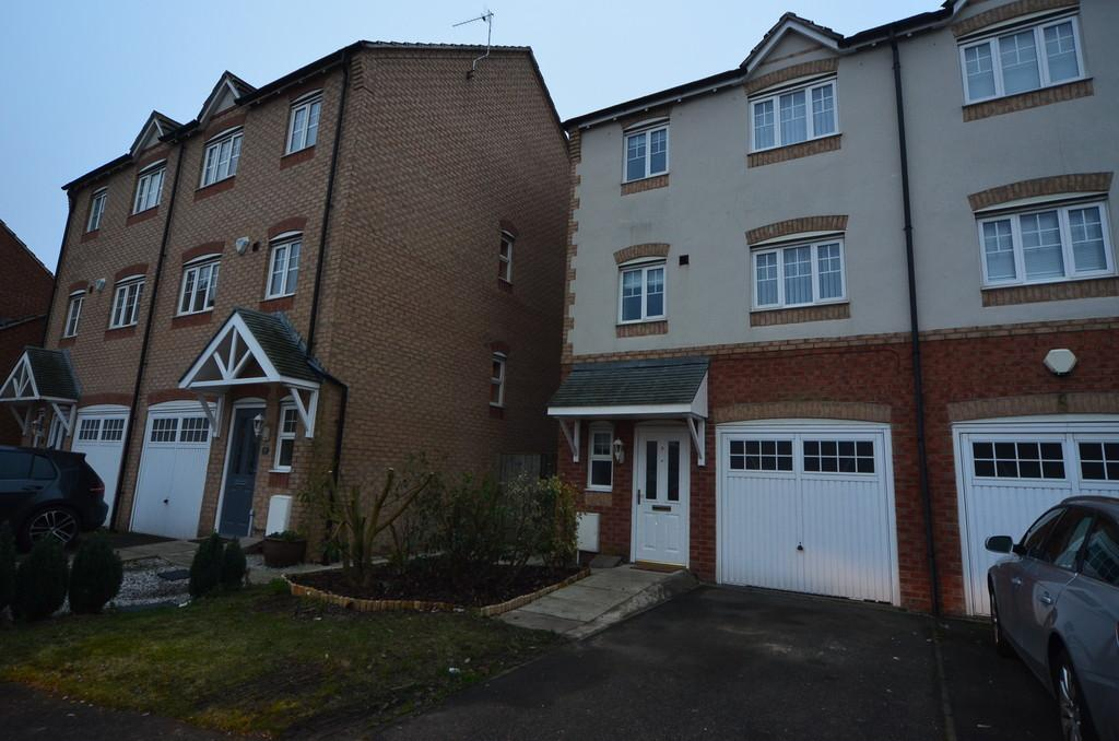 4 Bedrooms Town House for sale in Redhill Park, Hull