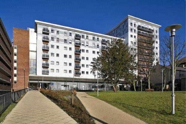2 Bedrooms Apartment Flat for sale in Becket House, New Road, Brentwood, Essex, CM14