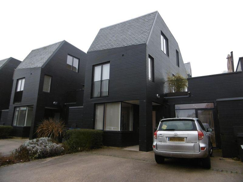 3 Bedrooms Link Detached House for sale in Clay Lane, Newhall