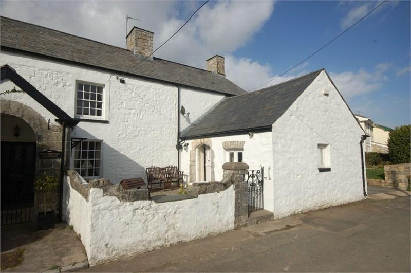 3 Bedrooms Semi Detached House for sale in Aderyn Cottage, Higher End, St Athan, CF62 4LW