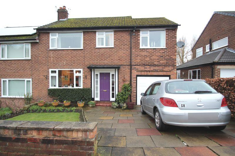 4 Bedrooms Semi Detached House for sale in Oxford Drive, Woodley