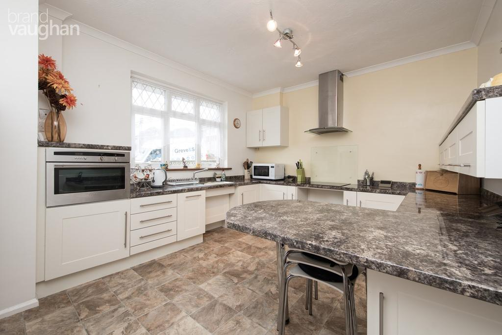 2 Bedrooms Detached Bungalow for sale in Varndean Gardens, Brighton, BN1