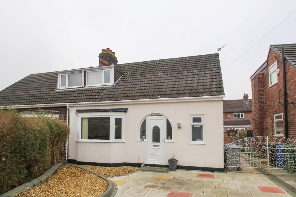 3 Bedrooms Semi Detached House for sale in Woodlands Avenue, Flixton, Manchester, M41
