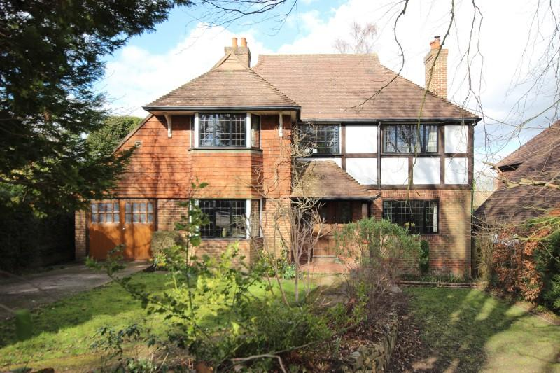 4 Bedrooms Detached House for sale in Farnham Road, Guildford